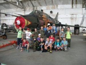 obóz militarny - samolot wojskowy