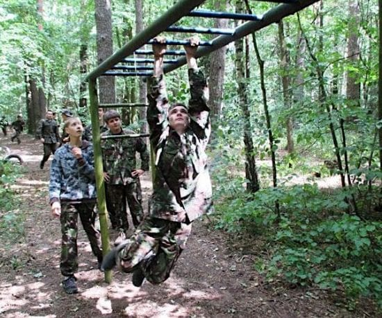 obóz militarny ćwiczymy kondycję